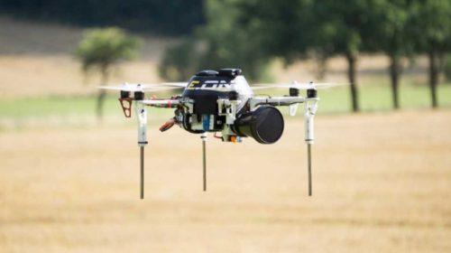 Systém pro detekci a eliminaci dronů v zakázané oblasti autonomní helikoptérou prezentovali vědci z Fakulty elektrotechnické ČVUT